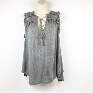 eyeshadow | Sleeveless blouse with lace on top